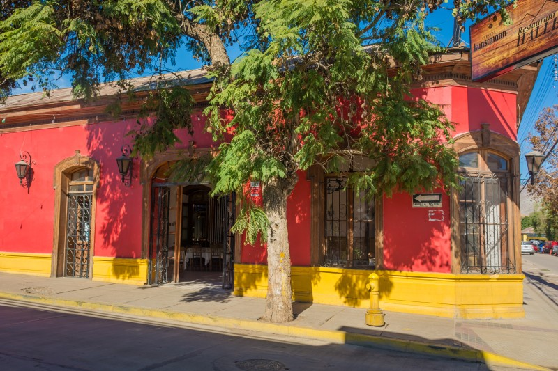colorful cafe in vicuna