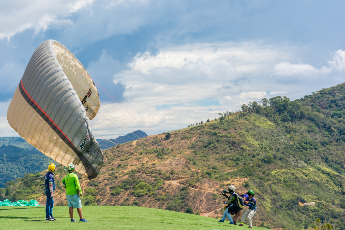 lift of paragliding colombia san gil