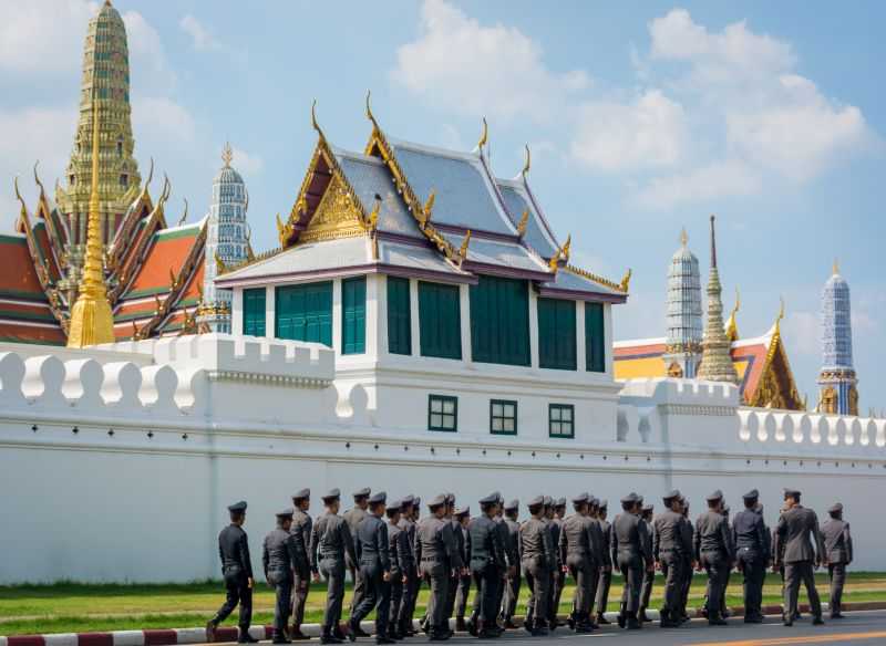 bangkok grand palace soldiers