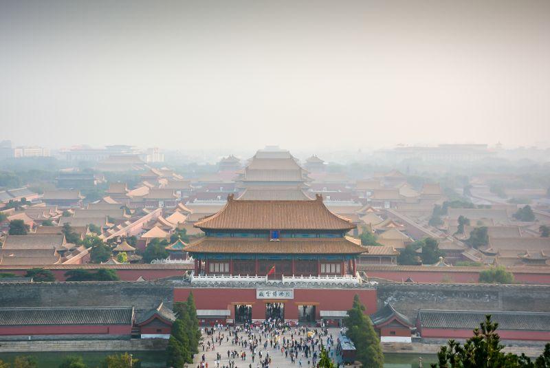 smog ove rthe forbidden city in beijing