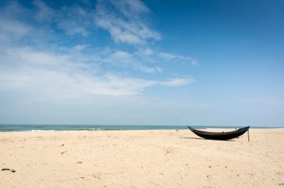 vietnam hue beach boat