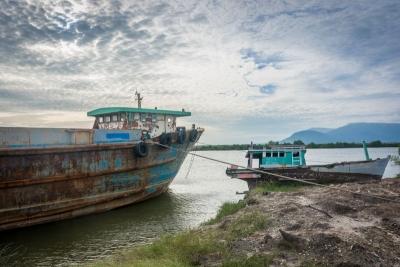 kampot cambodia boats river