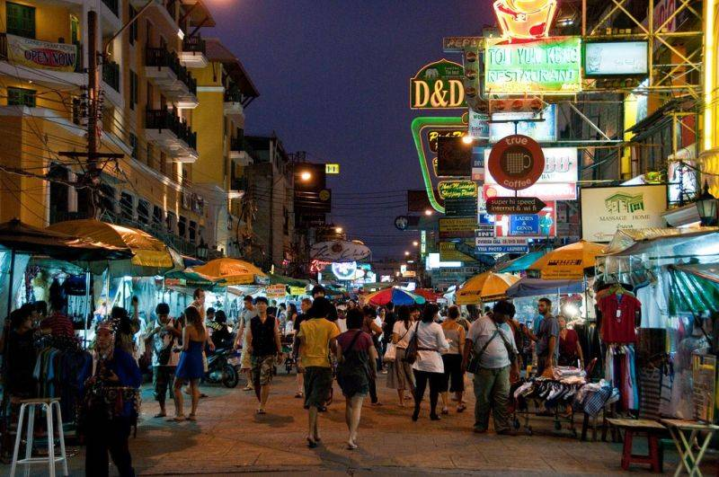 tourists in khao san road