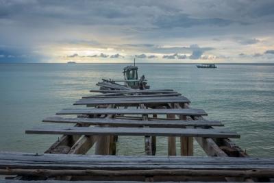 koh rong samloem cambodia pier