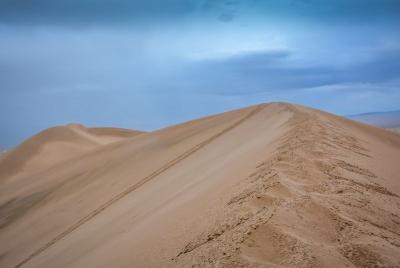 mongolia khongoryn els sanddunes