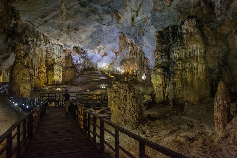 phong na paradise cave vietnam