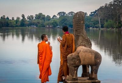 siem reap cambodia angkor wat monks