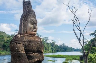 cambodia siem reap angkor wat statue