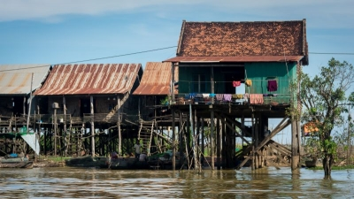 siem reap cambodia floating villages