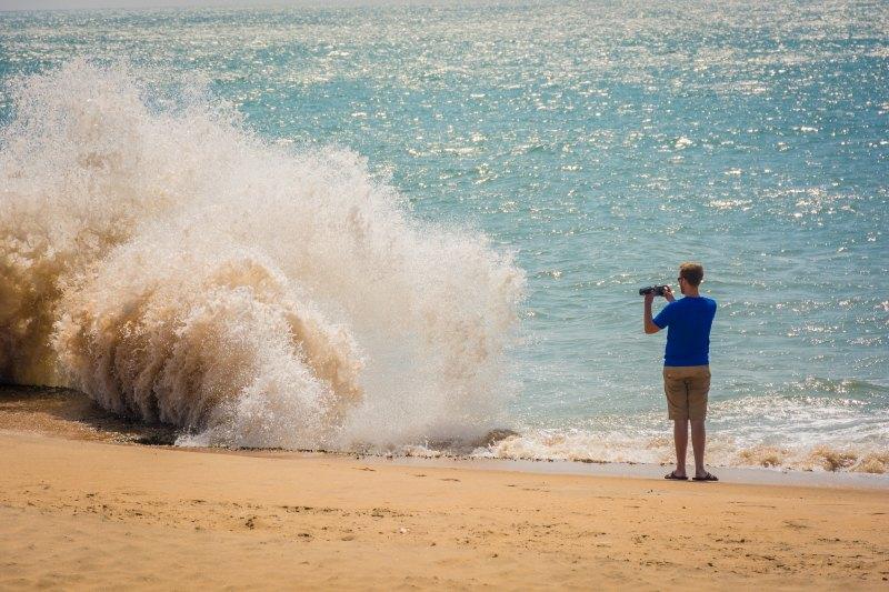 sri lanka east coast big wave