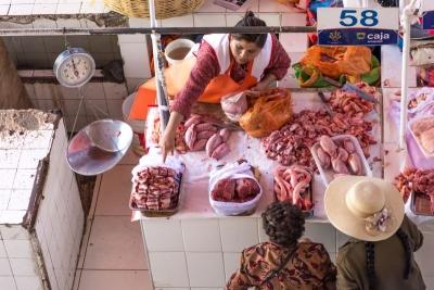 selling meat arequipa mercado san camillio