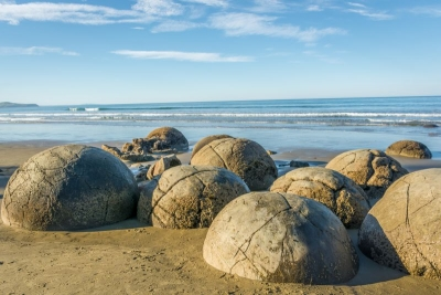 new zealand dunedin moeraki boulders